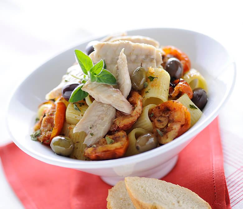 "Macaroni ""au gratin"" with Olives, Mackerels and Tomatoes"