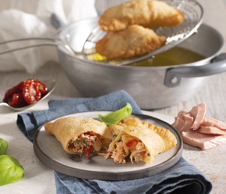 Panzerotti with tuna, scamorza and dried tomatoes